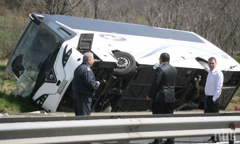 Експерт учуден: Как една кола преобърна тежък автобус?