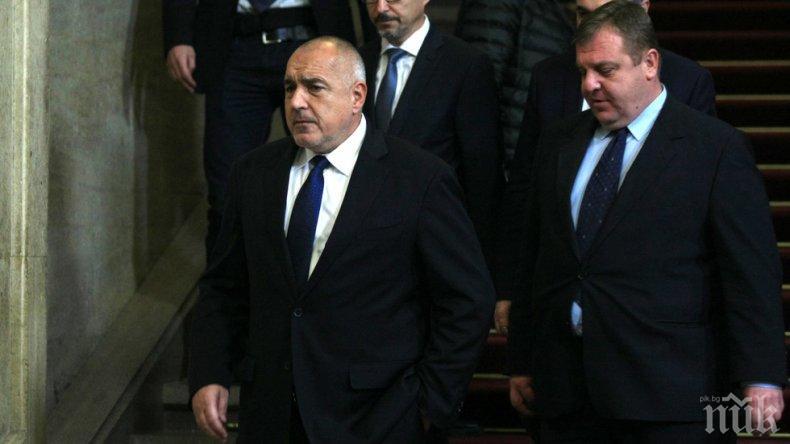 Премиерът Борисов и военният министър Каракачанов са на посещение в Косово