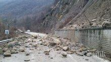 ОПАСНОСТ! Камъни падат край Сливен