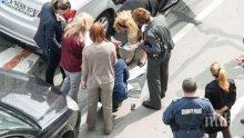 ПАЧКИ ХВЪРЧАТ ОТ КОЛАТА НА АРЕСТУВАНАТА КМЕТИЦА! Разследващите вадят банкноти от 100 евро от задната част на автомобила! (СНИМКИ/ОБНОВЕНА)