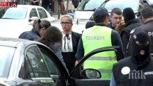 ИЗВЪНРЕДНО И САМО В ПИК! Ченгета обърнаха нагоре с краката апартамента на арестуваната кметица! Майката на Десислава Иванчева пристигна в Следствието!