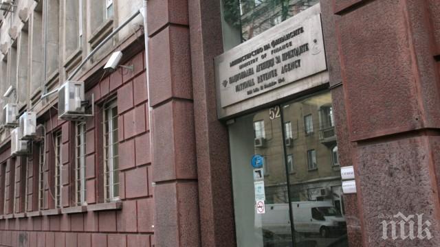 Най-мащабната чистка в НАП: 23-ма данъчни от Бургас горят