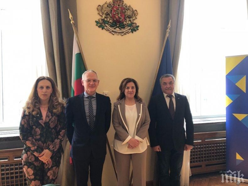 Вицепремиерът Валери Симеонов обсъди с АИКБ и CEEP пазара на труда в България