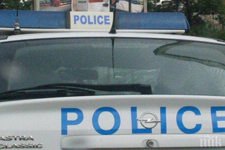 ИЗВЪНРЕДНО! Полиция отцепи блок в Бургас заради труп на жена (СНИМКИ +18)