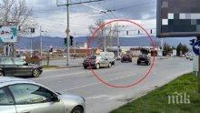 Ад на пловдивско кръстовище! Пешеходци пресичат на късмет, коли завиват както им падне