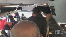Спипаха шофьор с претъпкан с пътници бус! Той опита да се отърве с... 30 лева подкуп
