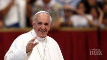 НЕ Е ЗА ВЯРВАНЕ! Вижте къде и как живее папата