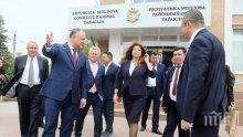 """САМО В ПИК И """"РЕТРО""""! Илияна Йотова се стопи в президентството"""