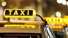 Такси се преобърна след катастрофа в центъра на Сливен