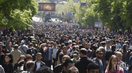 Премиерът на Армения напусна разговорите с лидера на протестите в Ереван