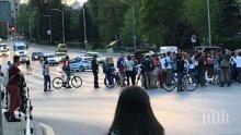"""ИЗВЪНРЕДНО В ПИК TV! Стотици софиянци блокираха ключов булевард в """"Лозенец"""" (СНИМКИ)"""