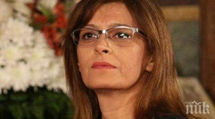 ПЪЛЕН ШАШ! Деси Радева се прави на даскалка - изпитва ученици по български