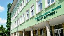 Страхотен скандал във Велико Търново! Номинираха учители за награда, ученик им играе контра
