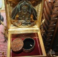 СВЕТИНИ! В Бургас посрещат мощите на свети Николай Чудотворец и още 15 светци