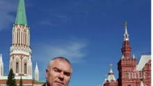ИЗНЕНАДА! Антинатовецът Марешки изгря на парада в Москва! Поздрави европейците от Червения площад