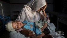 Десет загинали при взрив в джамия в Афганистан