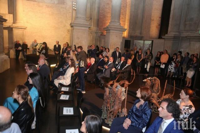 Български икони и скулптури събират погледите във Венеция
