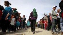 Гръцките власти предупреждават: Мигранти атакуват тировете