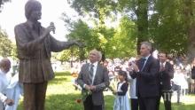 Откриха паметник на Емил Димитров в Плевен