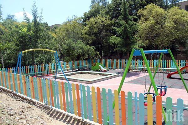 Вандали унищожават паркове и градинки в Благоевград