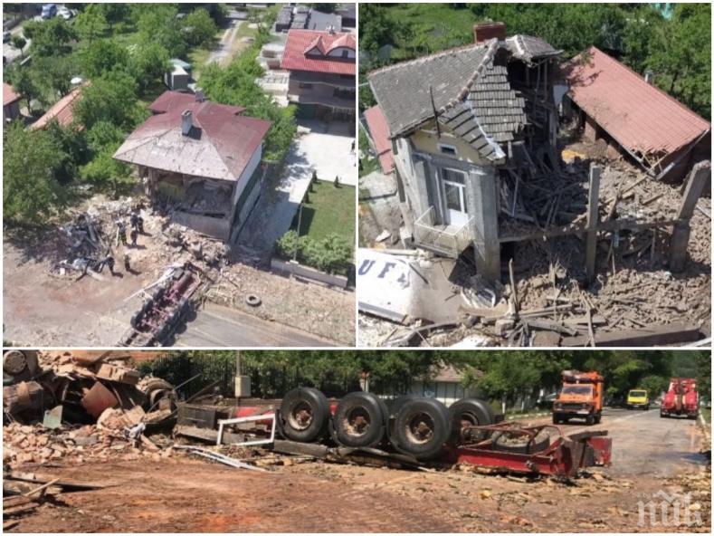 Седмица след ужаса в Златна панега - срутени къщи, размазани яйца, плъхове и червеи