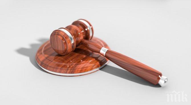 Съдят селска кметица за шашма с документи