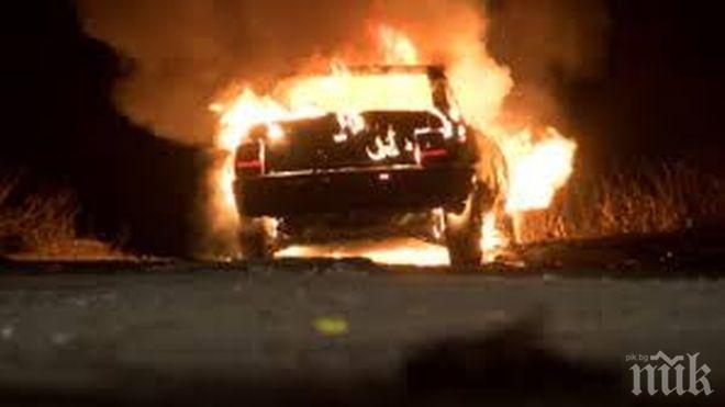 Масов палеж на коли в бургаски квартал, от тях пламна и апартамент на първия етаж