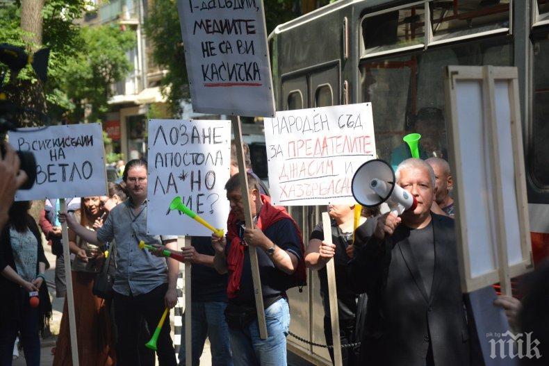 Антибългарските телевизии Нова, БТВ и БНТ не отразиха протеста на ПИК. И това ме прави горд