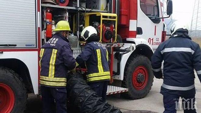 Пожар избухна във варненски цех за разредители, има пострадали