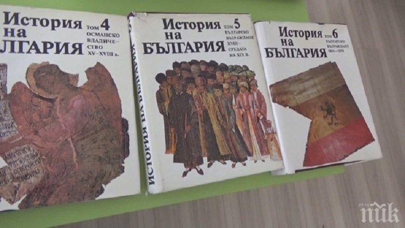 Книги за смет: Исторически томове бяха спасени от боклука и дарени на училище