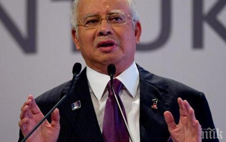 Операция! Полицаи влязоха в дома на бивш премиер на Малайзия