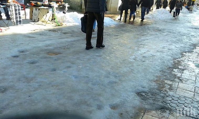 Потрошена жена от заледен тротоар осъди Община Добрич
