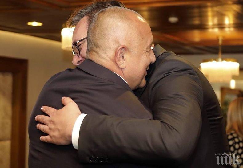И президентът на Сърбия Александър Вучич пристигна за срещата на ЕНП