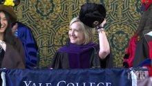 ИЗТРЕЩЯВАНЕ! Хилари Клинтън се появи с ушанка пред студенти в Йейл (ВИДЕО)