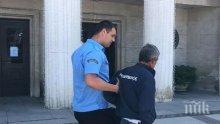 Вижте какво направи пловдивският пийняк Златко Андонов пред кметството на Бургас (СНИМКИ)