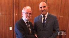 Цветан Цветанов разговаря с председателя на македонския парламент Талат Джафери