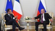 Путин и Макрон се срещнаха в Константиновския дворец край Санкт Петербург