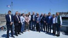 Цветанов качи депутатите от вътрешна комисия на боен кораб (СНИМКИ)