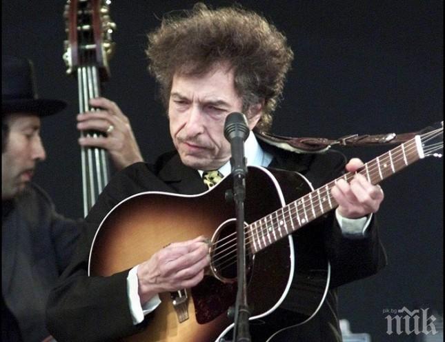 Колекционер брои половин милион долара за китара на Боб Дилън