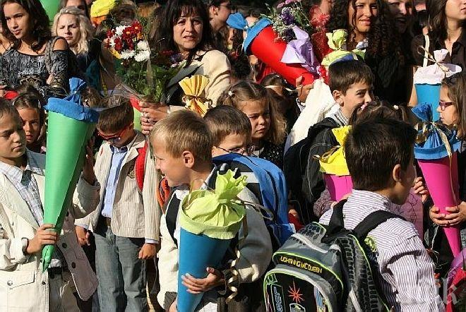 Теглят с жребий в присъствието на нотариус първолаци в столично училище