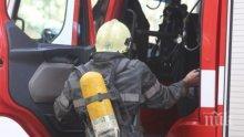 Пожар изпепели ремарке на камион с перилни препарати на пътя между Тополовград и Хармални (СНИМКИ)