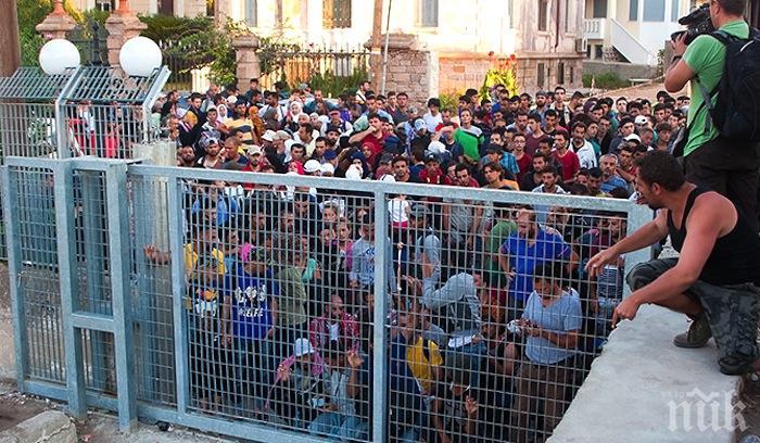 Гръцкото правителство планира изграждането на нови бежански лагери на остров Лесбос