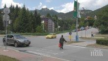 Дядо помете майка с дете на пешеходна пътека в Смолян