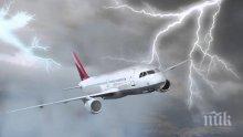 УЖАС ВЪВ ВЪЗДУХА! Мълния удари самолет, излетял от Анталия