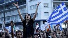 НАПРЕЖЕНИЕ! Гърци се биха заради Македония (ВИДЕО)