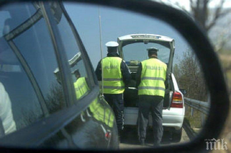 КУЛТОВО! Мъж с кабрио издуха патрулка от пътя и остана без книжка