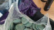 ГОЛЯМ УДАР! Родните митничари арестуваха турчин с хиляди старинни монети (СНИМКИ)