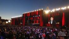 """Изумителен концерт за Мондиала! Пласидо Доминго пя """"Калинка моя"""" на Червения площад, Путин аплодира световните звезди (СНИМКИ)"""