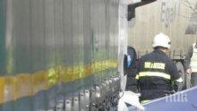 ИЗВЪНРЕДНО! Седем души измъкнати от смазания микробус в Ришкия проход, шофьорът е затиснат в купето