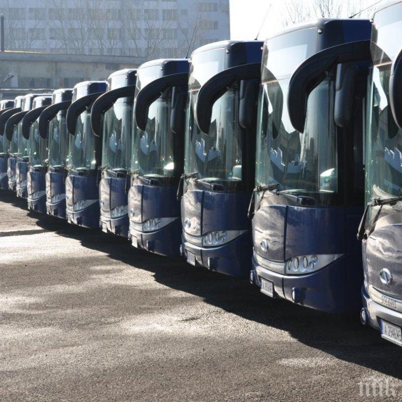 1800 автобуса в 32 града се включиха в предупредителния протест на автобусните превозвачи